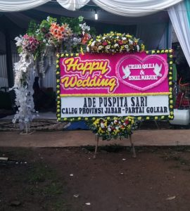Karangan Bunga Papan Happy Wedding 450