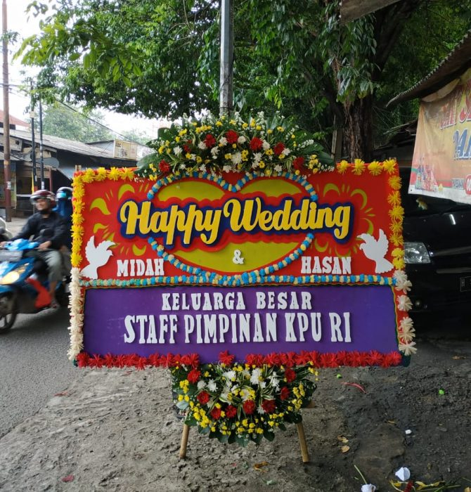 Karangan Bunga Papan Happy Wedding 500